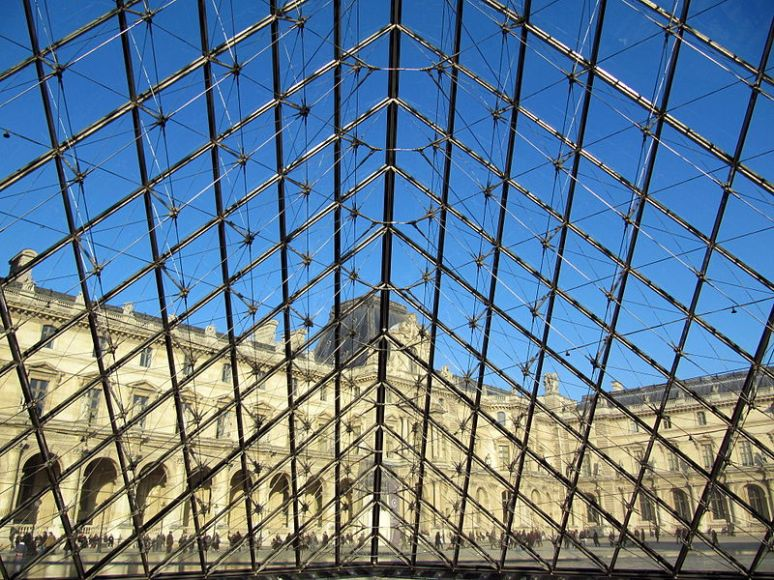 Louvre pyramid -01