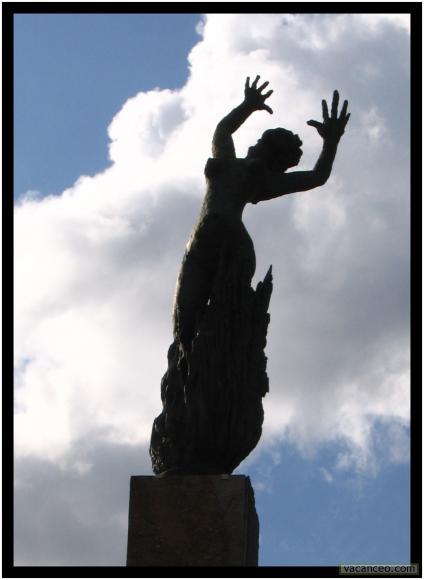 oradour statue